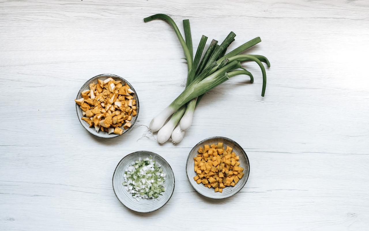 Cucinare le verdure verdi di primavera
